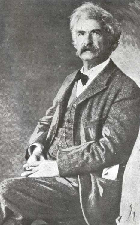 Photo portrait of Mark Twain.