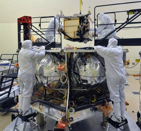Workers place the special radiation vault for NASA's Juno spacecraft onto the propulsion module.