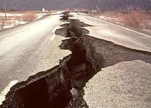 earthquake_crack