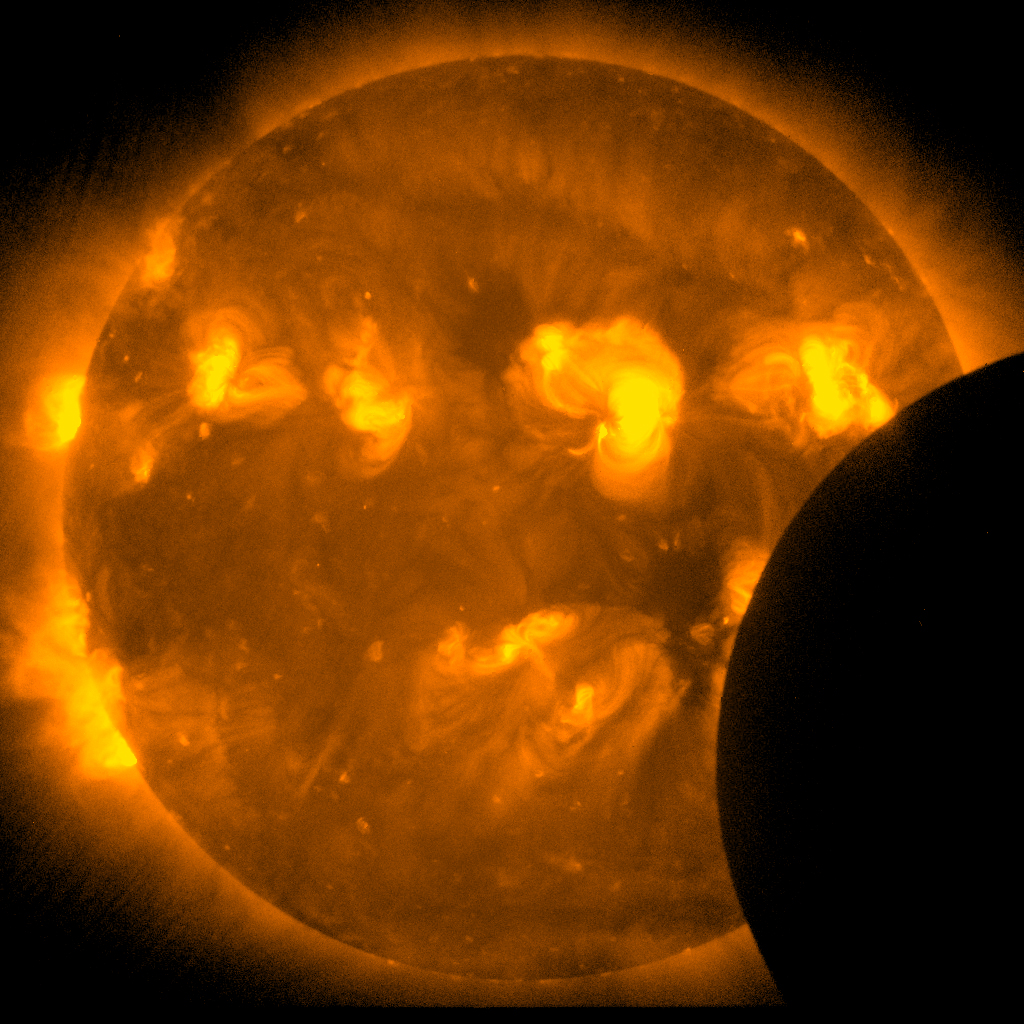 Sun From Space: Eclipse Images From Sun-watching Hinode Satellite
