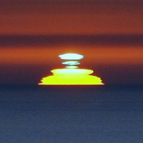 Green flash on upper part of sun, as seen by EarthSky Facebook friend Jim Grant in Ocean Beach, California.