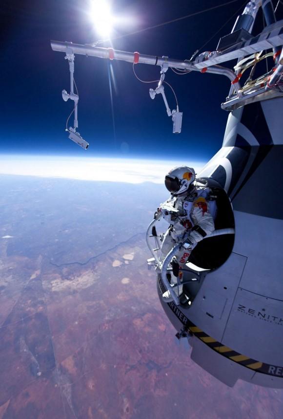 Full video of Felix Baumgartner's supersonic leap from 24 miles up