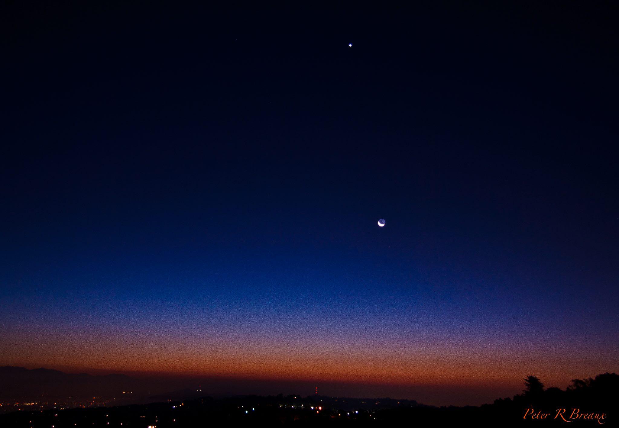 http://en.es-static.us/upl/2012/10/Venus_moon_10-13-2012_Los-Angeles_Peter_Rodney_Breaux.jpeg