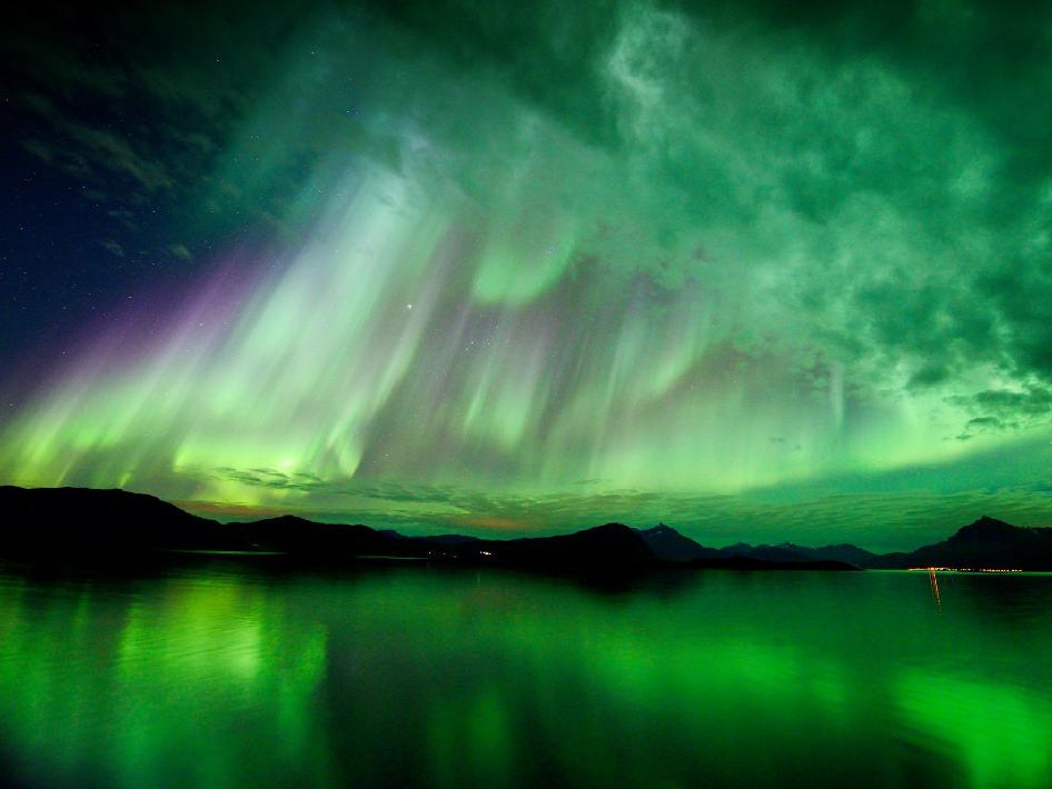 Aurora : Earth Heal - Photo of the Month - Awesome Aurora Photo