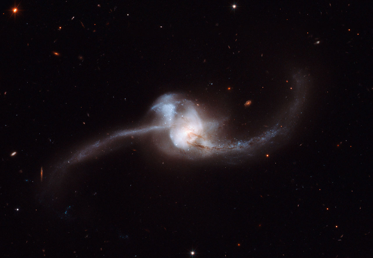 NGC 2623 - colliding galaxies