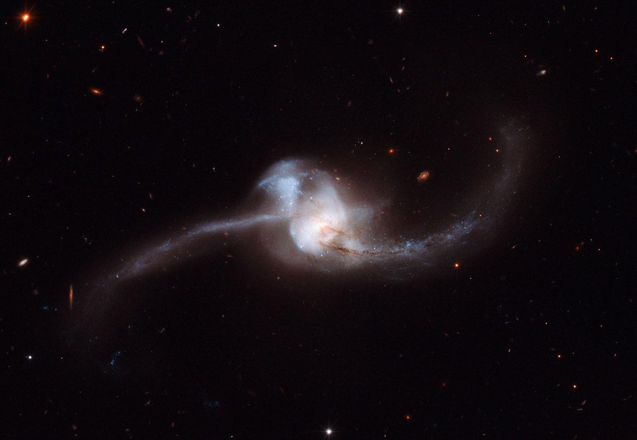NGC 2623 - colliding galaxies