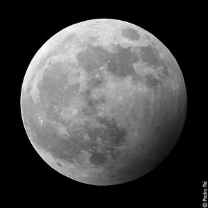 2006 penumbral lunar eclipse photo by Pedro Re at infobservador.blogspot.com.