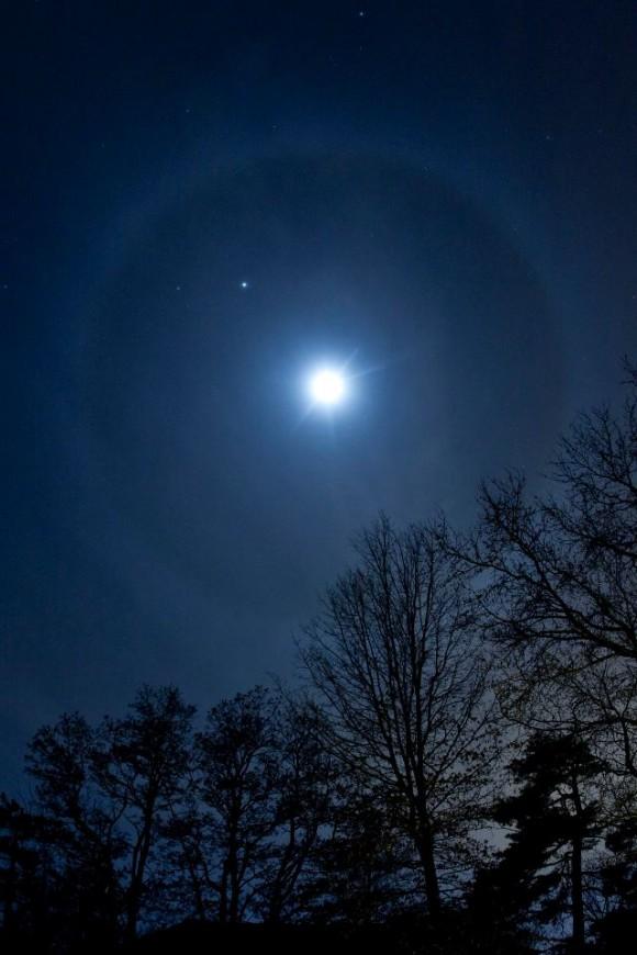 Halo around the moon 1/21/2013