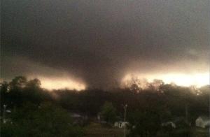 j_holliman image tornado mississippi