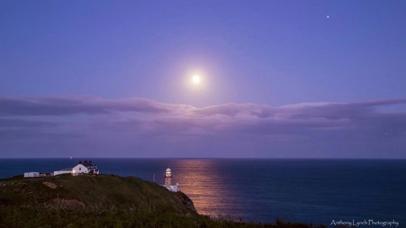 Last year's June full moon by Anthony Lynch Photography in Dublin, Ireland.
