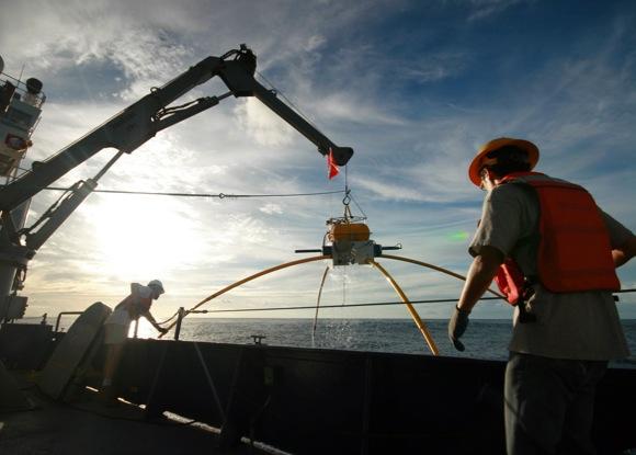 Marine electromagnetic receiver