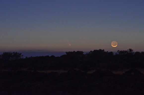Comet PANSTARRS and young moon over the Pacific Ocean, San Diego, California, Torrey Pines State Natural Reserve, March 12, 2013, 7:58pm. Nikon D7000, 110mm, f5.6, exposure 8 s, ISO 3200. Photo by Sergei Timofeevski.