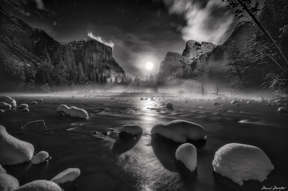 Moonrise-in-Yosemite-National-Park