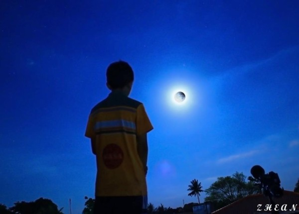 A self-portrait from our friend Zhean Peter Nacionales in the Philippines. Zhean is a young astrophotographer who contributes many fine photos to EarthSky on Facebook.