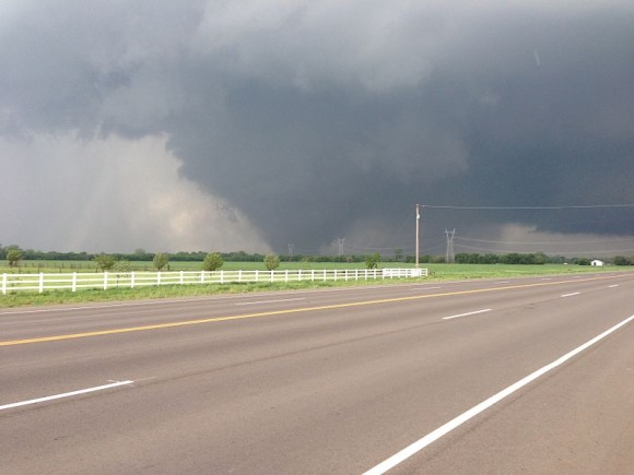 The May 20, 2013 tornado as it passed south of Oklahoma City. Photo by Ks0stm via Wikimedia Commons.