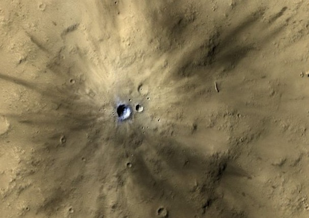 One of many fresh impact craters spotted by the UA-led HiRISE camera, orbiting the Red Planet on board NASA's Mars Reconnaissance Orbiter since 2006. (Photo: NASA/JPL-Caltech/MSSS/UA)