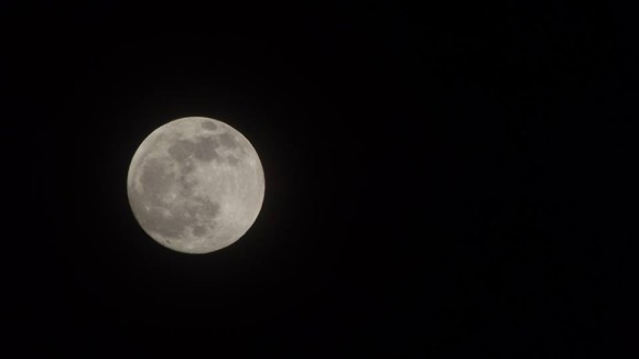 May 24-24, 2013 supermoon from Medan, Indonesia. Photo credit: Apple Saragih