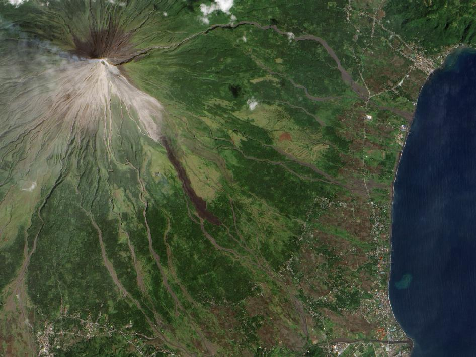 View larger | A NASA satellite captured this natural-color image of Mayon in December, 2009, another time of increased activity for this volcano. Read more about this image from NASA.