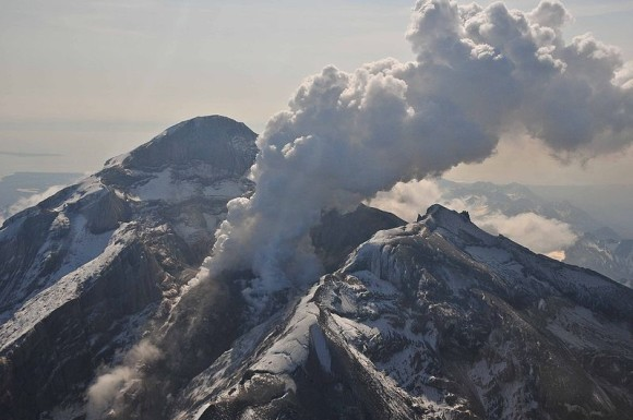 Steaming summit of Redoubt Volcano on May 8, 2009. Image via Alaska Volcano Observatory..