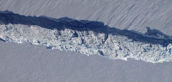 pine-island-glacier-digital-mapping-camera