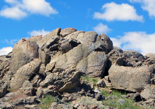 Wide view of a petroglyph site where some limestone samples were obtained. Image credit: L. V. Benson, et al.