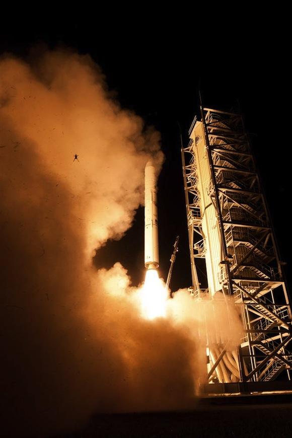 frog-LADEE-launch-9-6-2013