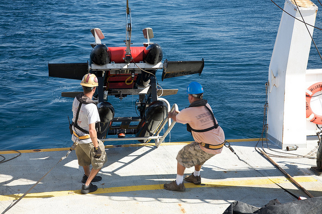 ISIIS being pulled out of the Gulf of Mexico by crew on board the NOAA R/V McArthur II in August 2011. Image credit: Jessica Luo/University of Miami.