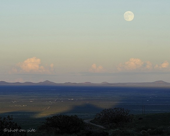 Harvest Moon on September 18, 2013 from EarthSky Facebook friend Dan Gauss in Deming, New Mexico. Thank you, Dan.