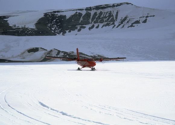 twin-otter-landing-on-lake