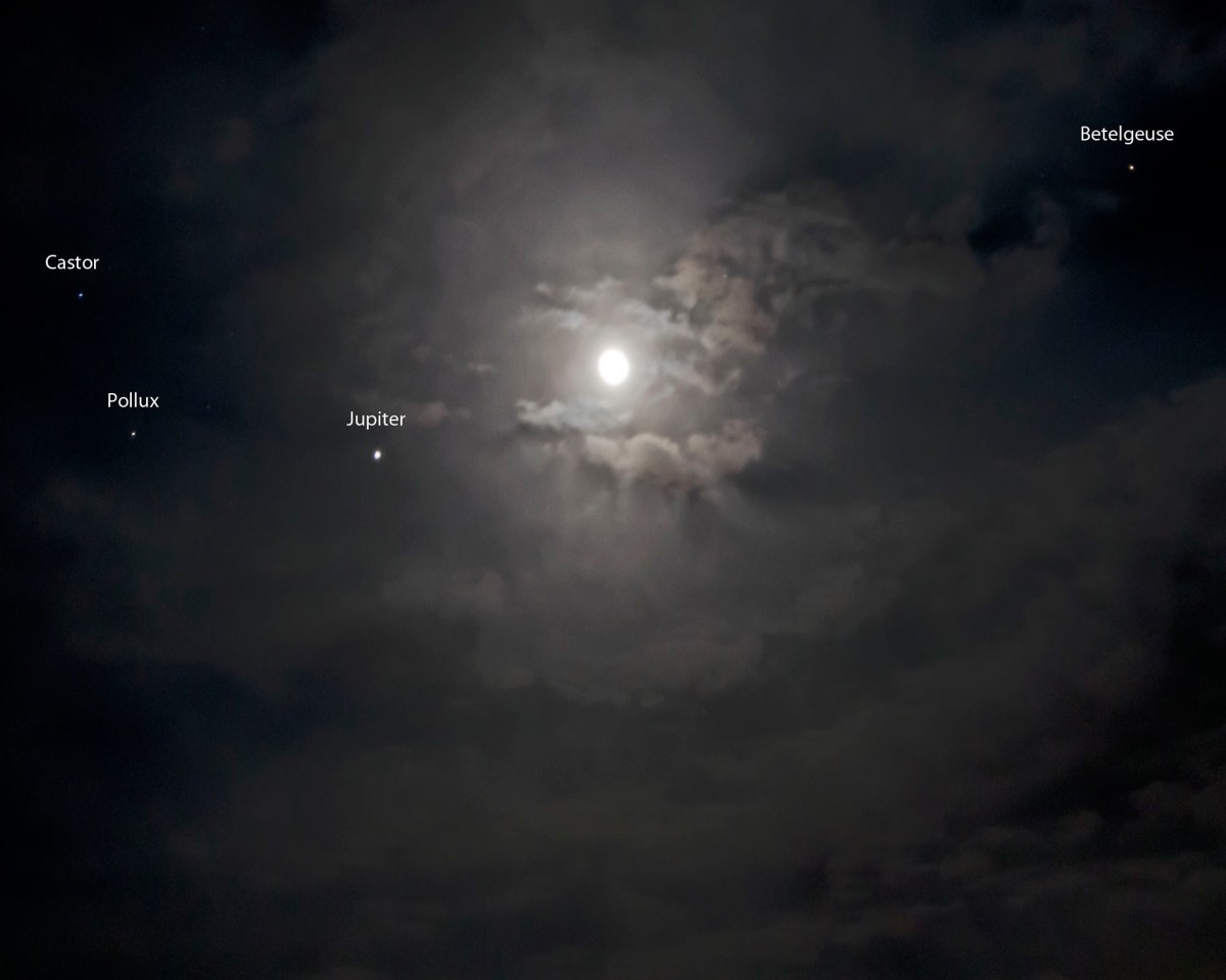 View larger. | EarthSky Facebook friend Ken Christison in North Carolina captured this image of the planet Jupiter near the moon on October 25, 2013. You can see the moon, still near Jupiter, on the morning of October 26, too. Thank you Ken!