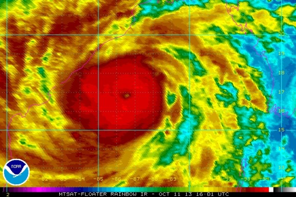 Thousands flee as Cyclone Phailin approaches India | Earth