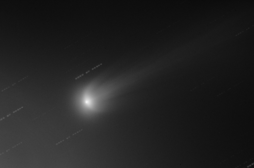 View larger. | This image was taken on November 16, 2013. It shows ISON with two wing-like features resembling the letter U. These wing-like structures caused some astronomers to speculate that the comet had begun to fragment. But other astronomers disagreed.