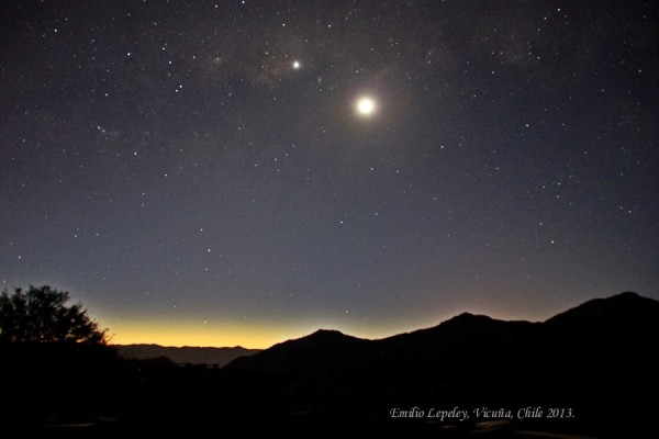 Moon and Venus on November 6, 2013 as seen by Emilio Lepeley in Vicuna, Chile. Thank you, Emilio!