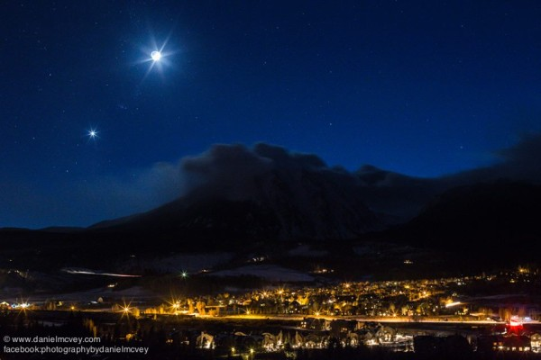 Moon and Venus on November 6 as captured in Silverthorne, Colorado by Daniel McVey. Visit Photography by Daniel McVey here. Thank you, Daniel!