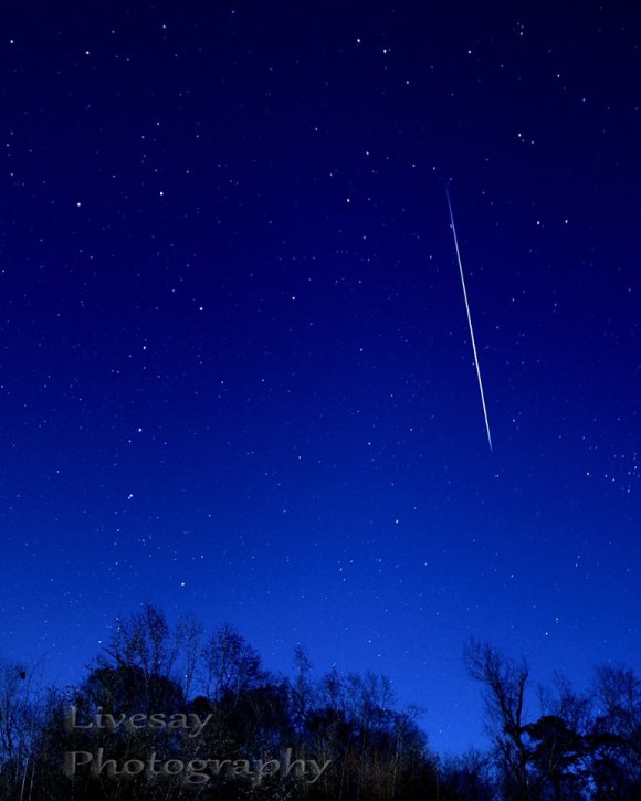 Our friend Guy Livesay said he was doing a few test pics and whammo!!!  Caught this Geminid meteor on the night of December 12-13, 2013. It's almost the entire length of the Big Dipper, seen on the left.  Shot in eastern North Carolina, USA.  Peak night of 2013 Geminid meteor shower is December 13-14.