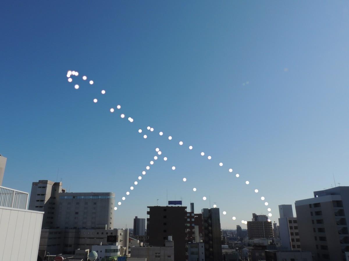 Analemma at 7 a.m. from January 18, 2013 to December 22, 2013.   Composed by Masayuki Shiraishi in Kumagaya, Saitama, Japan.   Used with permission and thanks.