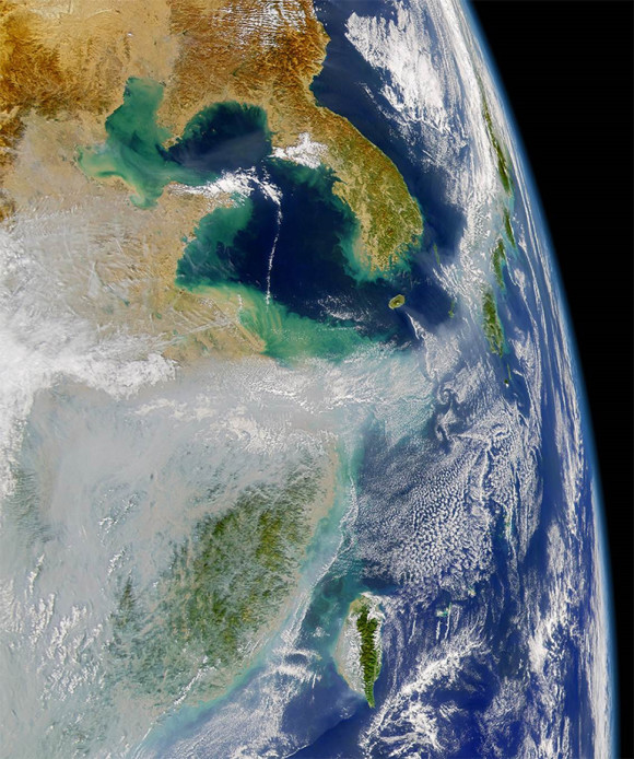 Satellite photo shows huge air pollution clouds at far left. Japan is on the right. Image credit: NASA JPL