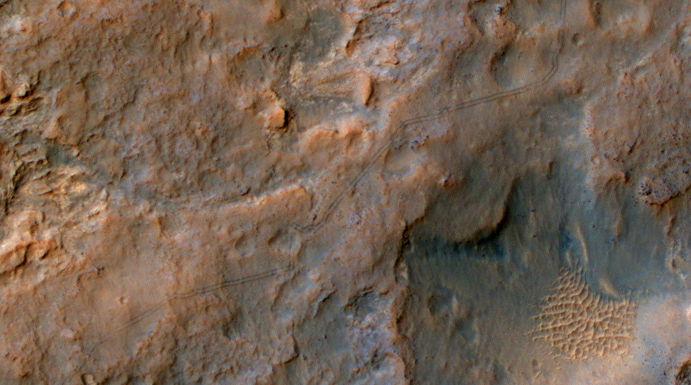 View larger. | Curiosity rover tracks on Mars, December 2013. Image via the High Resolution Imaging Science Experiment (HiRISE) camera on NASA's Mars Reconnaissance Orbiter. The rover itself does not appear in this part of the HiRISE observation.