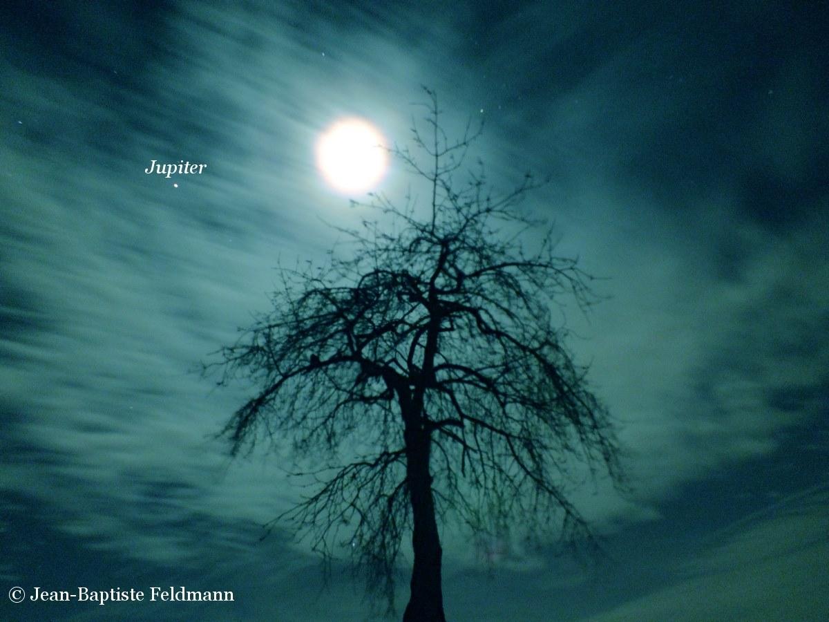 Jupiter and the moon on the night of February 9, 2014 as seen by EarthSky Facebook friend Jean-Baptiste Feldmann.  He wrote,