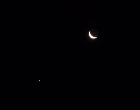 Best photos of spectacular conjunction of moon and Venus ...