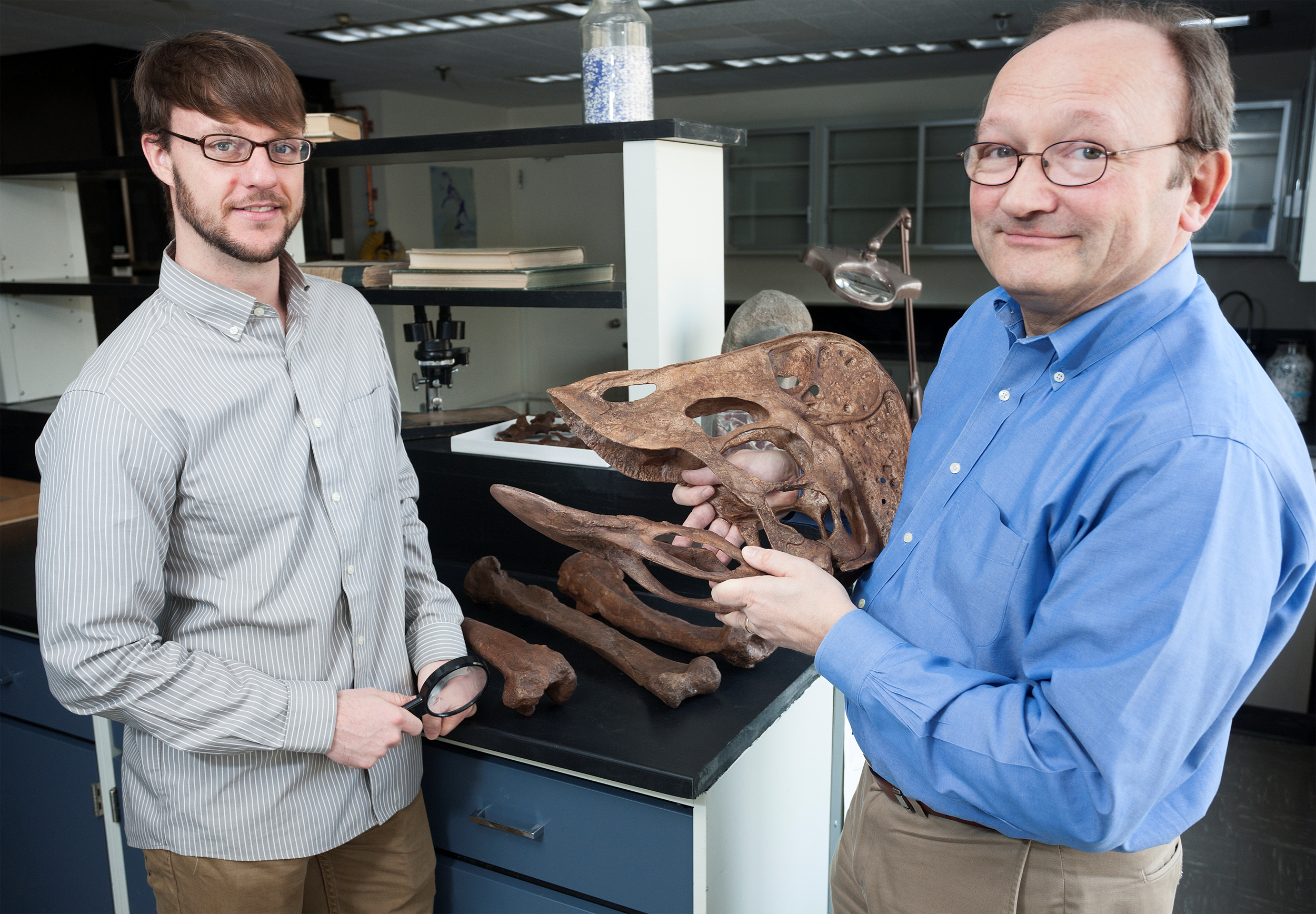 Two of the paper co-authors, Smithsonian scientists Tyler Lyson (left) and Hans-Dieter Sues with an Anzu wyliei skull. Lyson led the team that excavated of one of the specimens uncovered at the Hell Creek formation. Image courtesy of Brittany Hance, Smithsonian Institution.