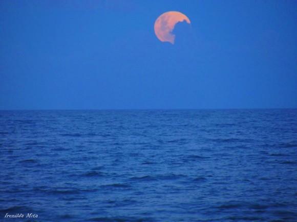 Irenilda M. Neves: Full Moon Tonight, Vila Velha ES Brazil, March 16, 2014