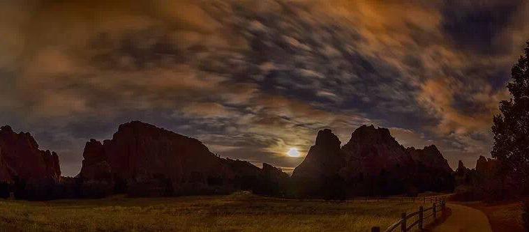 Joe Randall: Full Crow Moon. Garden Of The Gods, Colorado