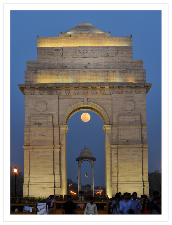Abhinav Singhai: Full Moon captured at India Gate (War memorial.)