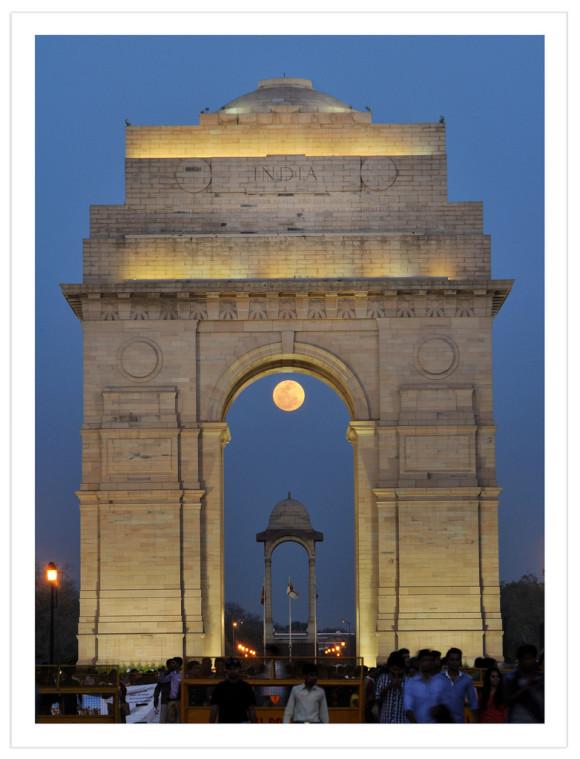 Abhinav Singhai: Full Moon captured at India Gate (War memorial.)