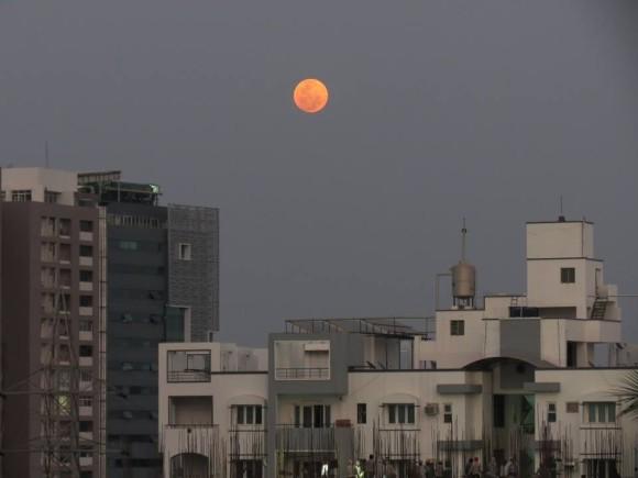 Kausor Khan: Blood moon rising in Hyderabad 1900 IST.