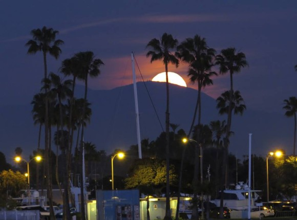 Bruce Tennant: March 16 7:20 pm local time Moonrise over Santiago Peak as seen from Alamitos Bay, Long Beach, California