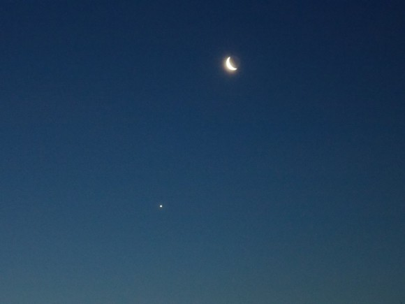 Jennifer Sozio in Deptford, New Jersey caught the waning crescent moon and planet Venus on Friday morning, April 25.  Thanks, Jennifer!