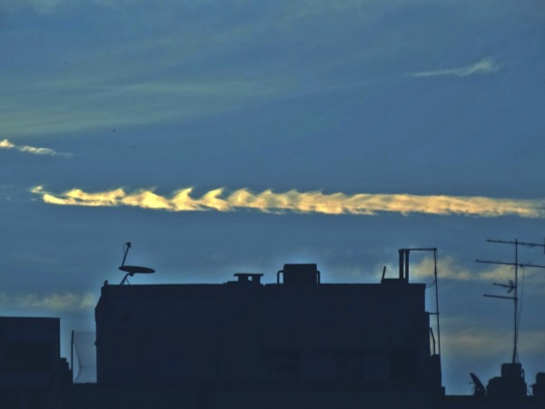 Helio de Carvalho Vital submitted this photo to EarthSky.  It shows Kelvin-Holmholtz clouds over Rio de Janeiro, Brazil.
