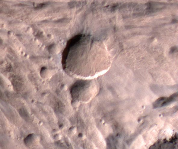 Close-up of new Mars crater.  Image via NASA/JPL-Caltech/University of Arizona